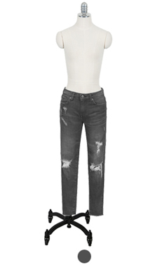 destroyed black skinny jean