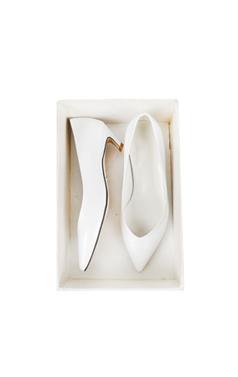 white mid-heel pumps